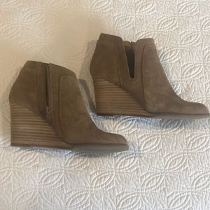 Lucky Brand tan wedge